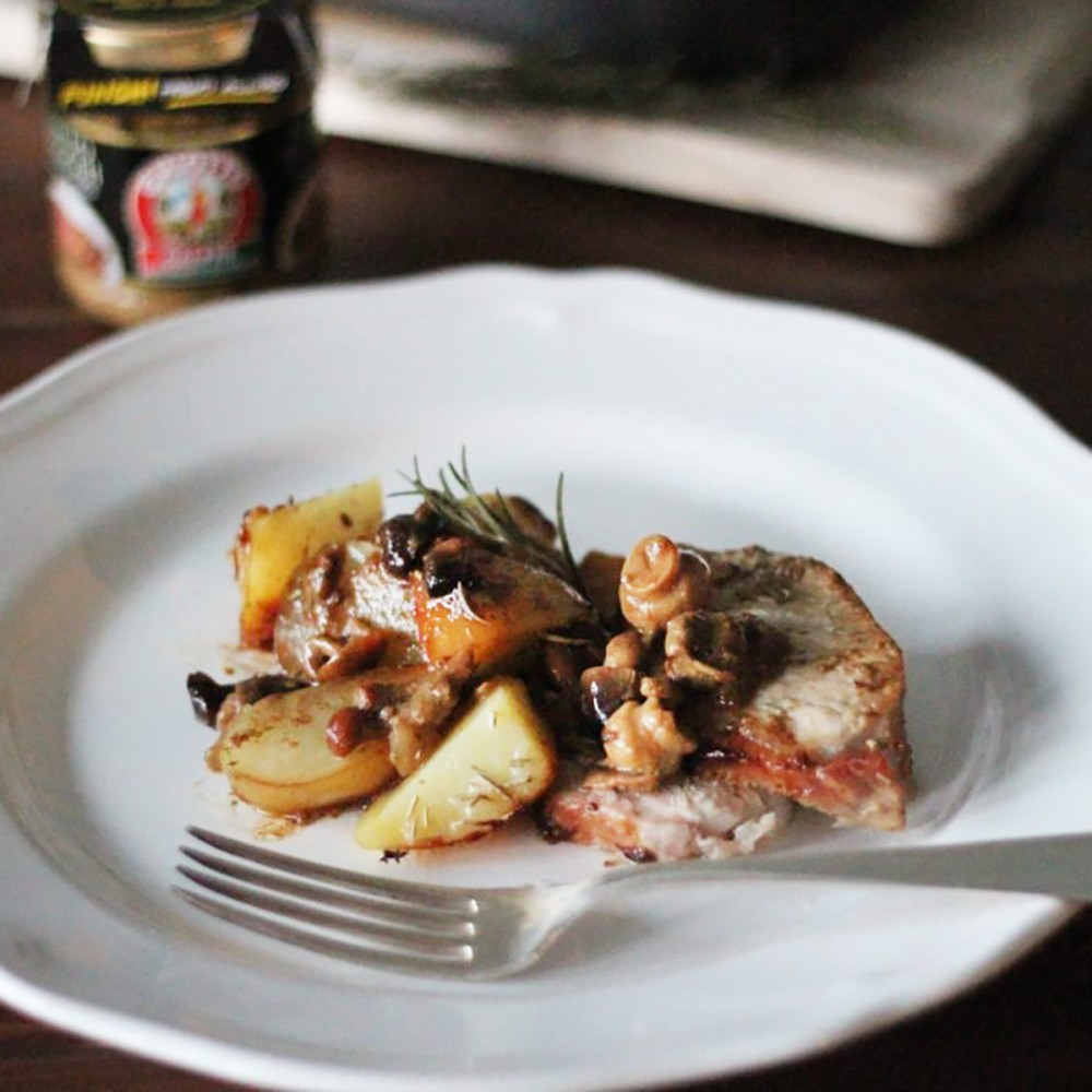 Pork roast with mushrooms and potatoes